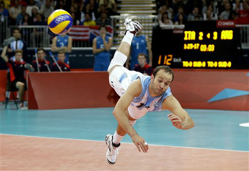 Argentina&#39;s Alexis Gonzalez &#40;16&#41; dives for the ball during a men&#39;s volleyball preliminary match against Italy at the 2012 Summer Olympics Tuesday, July 31, 2012, in London. &#40;AP Photo&#47;Chris O&#39;Meara&#41; <span class=meta>(AP Photo&#47; Chris O&#39;Meara)</span>