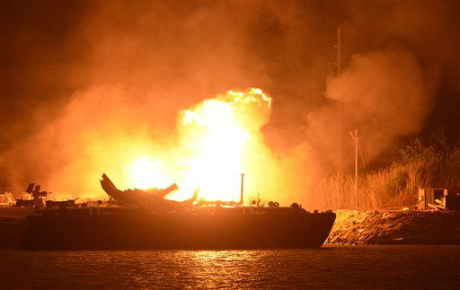 "<div class=""meta ""><span class=""caption-text "">A massive explosion at 3a.m. EDT on one of the two barges still ablaze in the Mobile River in Mobile, Ala., on Thursday, April 25, 2013. Three people were injured in the blast. Fire officials have pulled units back from fighting the fire due to the explosions and no immediate threat to lives. (AP Photo John David Mercer) (AP Photo/ John David Mercer)</span></div>"
