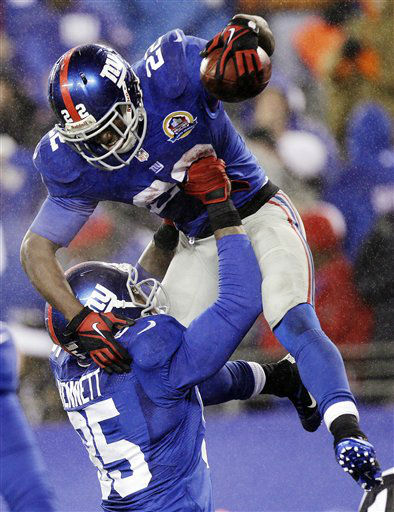 New York Giants running back David Wilson &#40;22&#41; is hoisted into the air by Martellus Bennett after scoring on a 52-yard touchdown run during the fourth quarter of an NFL football game, Sunday, Dec. 9, 2012, in East Rutherford, N.J. The Giants won 52-27. &#40;AP Photo&#47;Kathy Willens&#41; <span class=meta>(AP Photo&#47; Kathy Willens)</span>