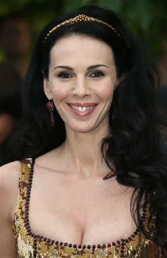 "<div class=""meta ""><span class=""caption-text "">L'Wren Scott arrives for the Serpentine Gallery Summer Party at Hyde Park in central London, Wednesday, June 26, 2013. (Photo by Joel Ryan/Invision/AP)</span></div>"