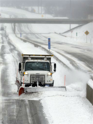 "<div class=""meta ""><span class=""caption-text "">A plow clears snow along I-70 near Lawrence, Kan., Thursday, Feb. 21, 2013. Part of I-70, west of Salina, is closed due to weather conditions. Kansas was the epicenter of a winter storm, with parts of the state buried under 14 inches of powdery snow, but winter storm warnings stretched from eastern Colorado through Illinois.  (AP Photo/Orlin Wagner) (AP Photo/ Orlin Wagner)</span></div>"