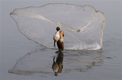 A Pakistani fisherman throws his net in the Ravi river, in Lahore, Pakistan. Monday, April 8, 2013. &#40;AP Photo&#47;K.M. Chaudary&#41; <span class=meta>(AP Photo&#47; K.M. Chaudary)</span>