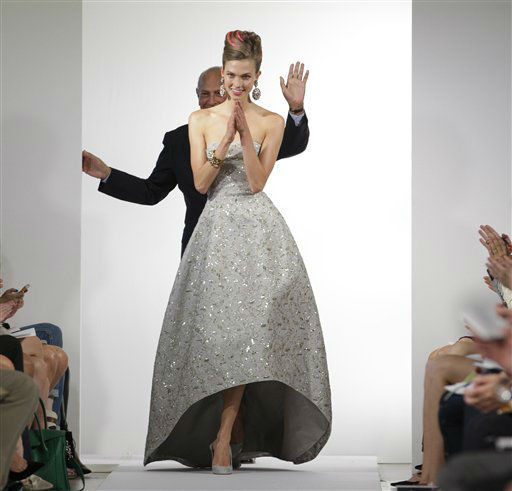 Fashion designer Oscar de la Renta waves as the final model in his show claps and walks the runway at the conclusion of the presentation of the Oscar de la Renta Spring 2013 collection at Fashion Week in New York, Tuesday, Sept. 11, 2012.  &#40;AP Photo&#47;Kathy Willens&#41; <span class=meta>(AP Photo&#47; Kathy Willens)</span>