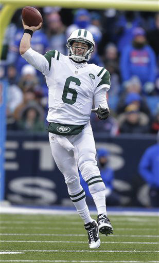 New York Jets quarterback Mark Sanchez &#40;6&#41; throws a pass during the second half of an NFL football game against the Buffalo Bills on Sunday, Dec. 30, 2012, in Orchard Park, N.Y. &#40;AP Photo&#47;Gary Wiepert&#41; <span class=meta>(AP Photo&#47; Gary Wiepert)</span>