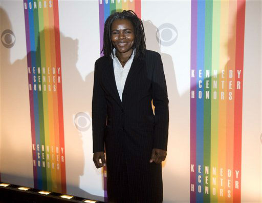 "<div class=""meta ""><span class=""caption-text "">Singer Tracy Chapman arrives at the Kennedy Center for the Performing Arts for the 2012 Kennedy Center Honors Performance and Gala Sunday, Dec. 2, 2012 at the State Department in Washington. (AP Photo/Kevin Wolf) (AP Photo/ Kevin Wolf)</span></div>"