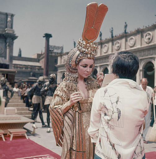 "<div class=""meta ""><span class=""caption-text "">Actress Elizabeth Taylor appears on the set of the movie ""Cleopatra,"" in Rome, May 8, 1962.  (AP Photo/Girolamo DiMajo) (AP Photo/ GIROLAMO DI MAJO)</span></div>"