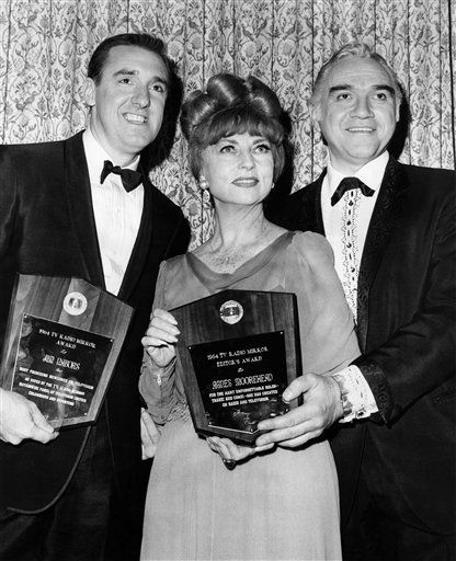 "<div class=""meta image-caption""><div class=""origin-logo origin-image ""><span></span></div><span class=""caption-text"">Winners of the 1964  annual TV Radio Mirror Magazine Award for Television exellence were honored at a party  at  the Cavanagh Restauranr Feb. 19, 1965. left to right; Jim Nabors, ""Gomer Pyle Show,"" Agnes Moorehead accepted the award for Elizabeth Montgomery ""Bewitched"" and Loren Green accepted the award  for ""Bonanza"" (AP Photo) (AP Photo/ Anonymous)</span></div>"