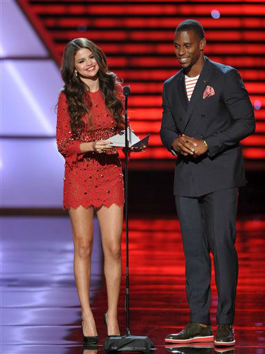 Selena Gomez, left, and New York Giants&#39; Victor Cruz present the award for best breakthrough athlete at the ESPY Awards on Wednesday, July 17, 2013, at Nokia Theater in Los Angeles. &#40;Photo by John Shearer&#47;Invision&#47;AP&#41; <span class=meta>(Photo&#47;John Shearer)</span>