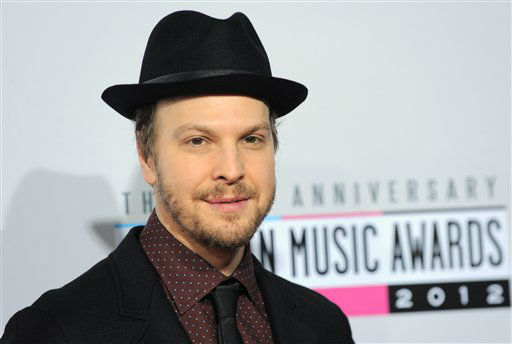 Gavin DeGraw arrives at the 40th Anniversary American Music Awards on Sunday, Nov. 18, 2012, in Los Angeles. &#40;Photo by Jordan Strauss&#47;Invision&#47;AP&#41; <span class=meta>(AP Photo&#47; Jordan Strauss)</span>