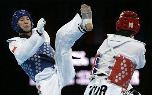 China&#39;s Liu Xiaobo fights Turkey&#39;s Bahri Tanrikulu &#40;in red&#41; during their bronze medal match in men&#39;s plus 80-kg taekwondo competition at the 2012 Summer Olympics, Saturday, Aug. 11, 2012, in London. &#40;AP Photo&#47;Ng Han Guan&#41; <span class=meta>(AP Photo&#47; Ng Han Guan)</span>