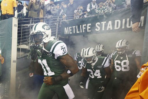 New York Jets cornerback Antonio Cromartie &#40;31&#41; walks on the field with teamamtes before an NFL football game against the New England Patriots Thursday, Nov. 22, 2012 in East Rutherford, N.J. &#40;AP Photo&#47;Julio Cortez&#41; <span class=meta>(AP Photo&#47; Julio Cortez)</span>