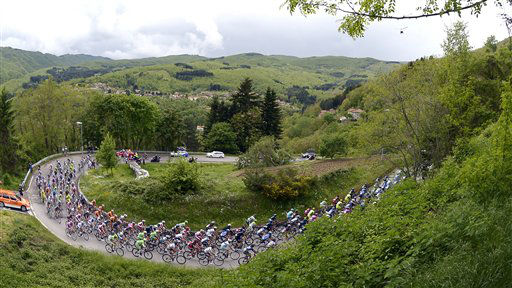 The pack of cyclists pedals through Tuscany&#39;s countryside during the 9th stage of the Giro d&#39;Italia, Tour of Italy cycling race, from Sansepolcro to Florence, Sunday, May 12, 2013. &#40;AP Photo&#47;Fabio Ferrari&#41; <span class=meta>(AP Photo&#47; Fabio Ferrari)</span>