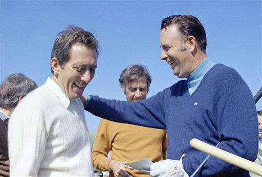 Singer Andy Williams and Billy Casper &#40;golf pro&#41; at the Bob Hope Desert Classic, Palm Springs, California on Jan. 30, 1973. &#40;AP Photo&#41; <span class=meta>(AP Photo&#47; Anonymous)</span>