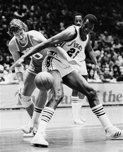 FILE - In this Feb. 13, 1976, file photo, Houston Rockets' Kevin Kunnert (20) knocks the ball away from Philadelphia 76ers' LeRoy Ellis (25) during the first half of an NBA basketball game in Philadelphia. St. John's announced Sunday, June 3, 2012, that Ellis, who played 14 years in the NBA after a standout career at St. John's, had died of prostate cancer on Saturday in Portland, Ore. He was 72. (AP Photo/Rusty Kennedy, File)