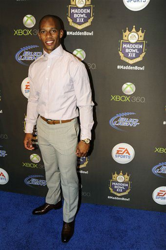 New York Giants&#39; wide receiver Victor Cruz arrives at the EA SPORTS Madden Bowl XIX Party on Thursday, Jan. 31, 2013 in New Orleans. &#40;Photo by Jack Dempsey&#47;Invision&#47;AP&#41; <span class=meta>(Photo&#47;Jack Dempsey)</span>
