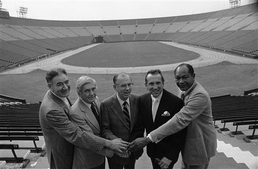Los Angeles city and county officials join hands in welcoming Al Davis, owner of the Oakland Raiders, second from right, to the Los Angeles Coliseum, Saturday, March 1, 1980 after Davis and the Coliseum Commission signed an agreement for the Raiders to move to Los Angeles for the 1980 NFL season. Welcoming Davis from left are: John Ferraro, La City Councilman, Bill Robertson, Colliseum Commission, Kenneth Hahn, La County Supervisor, Davis, and La Mayor Tom Bradley. &#40;AP Photo&#41; <span class=meta>(AP Photo&#47; Anonymous)</span>