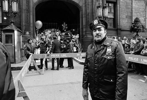 A New York City policemen stand guard outside the Dakota apartment building, Dec. 10, 1980, where John Lennon was murdered December 8.  &#40;AP Photo&#47;Dave Pickoff&#41; <span class=meta>(AP Photo&#47; DAVE PICKOFF)</span>