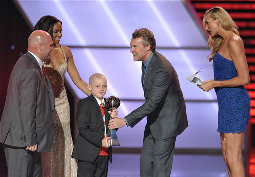 From right, Kerri Walsh Jennings and Tate Donovan present the award for best moment to Jack Hoffman, center, at the ESPY Awards on Wednesday, July 17, 2013, at Nokia Theater in Los Angeles. At left is Andy Hoffman. &#40;Photo by John Shearer&#47;Invision&#47;AP&#41; <span class=meta>(Photo&#47;John Shearer)</span>