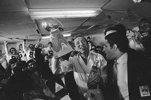 Oakland Raiders&#39; general managing partner Al Davis holds up the Vince Lombardi Trophy in the Raiders&#39; lockerroom after they beat the Philadelphia Eagles, 27-10, in Super Bowl XV in the New Orleans Superdome, Jan. 26, 1981.  &#40;AP Photo&#47;Paul Sakuma&#41; <span class=meta>(AP Photo&#47; Paul Sakuma)</span>