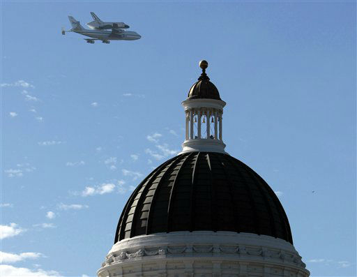 "<div class=""meta ""><span class=""caption-text "">The space shuttle Endeavour passes over the California state Capitol, Friday, Sept. 21, 2012, in Sacramento, Calif. Endeavour is making a final trek across the country to the California Science Center in Los Angeles, where it will be permanently displayed.(AP Photo/Rich Pedroncelli)</span></div>"