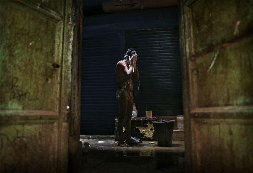 "<div class=""meta image-caption""><div class=""origin-logo origin-image ""><span></span></div><span class=""caption-text"">An Indian laborer bathes in at the morning at a local market in New Delhi, India, Friday, Nov. 9, 2012. (AP Photo/Kevin Frayer) (AP Photo/ Kevin Frayer)</span></div>"