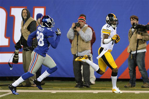 Pittsburgh Steelers wide receiver Mike Wallace &#40;17&#41; runs away from New York Giants cornerback Jayron Hosley &#40;28&#41; for a touchdown during the second half of an NFL football game Sunday, Nov. 4, 2012 in East Rutherford, N.J. The Steelers won the game 24-20.  &#40;AP Photo&#47;Bill Kostroun&#41; <span class=meta>(AP Photo&#47; Bill Kostroun)</span>