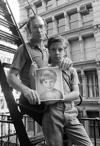 Stanly Patz holds a photo of his son Etan, who disappeared five years ago, at his Manhattan home, May 18, 1985.  His son Ari is the younger brother of Etan and has gone through many psychological changes since his brother&#39;s disappearance.  &#40;AP Photo&#47;Ron Frehm&#41; <span class=meta>(AP Photo&#47; Ron Frehm)</span>
