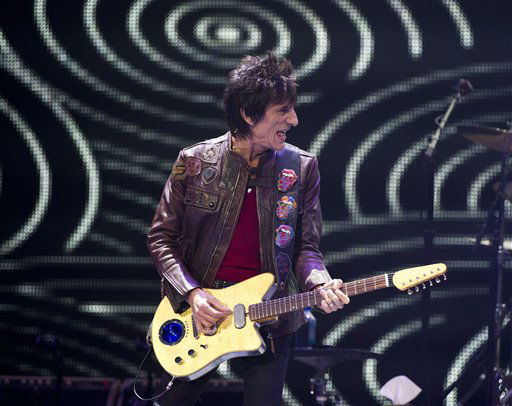 Ronnie Wood of The Rolling Stones performs in concert on Saturday, Dec. 8, 2012 in New York. &#40;Photo by Charles Sykes&#47;Invision&#47;AP&#41; <span class=meta>(Photo&#47;Charles Sykes)</span>
