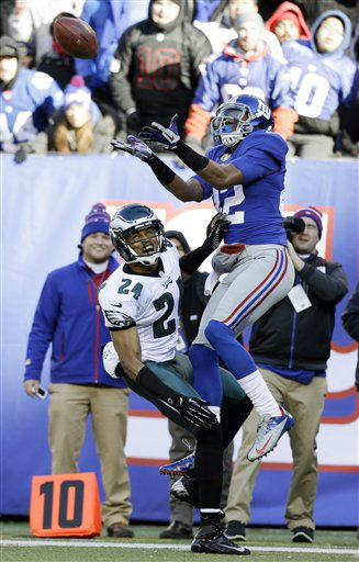 New York Giants wide receiver Rueben Randle &#40;82&#41; catches a pass as Philadelphia Eagles cornerback Nnamdi Asomugha &#40;24&#41; defends during the first half of an NFL football game on Sunday, Dec. 30, 2012, in East Rutherford, N.J. &#40;AP Photo&#47;Kathy Willens&#41; <span class=meta>(AP Photo&#47; Kathy Willens)</span>