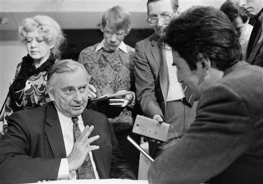 Author Gore Vidal talks to reporters in Moscow, on Sunday, Feb. 15, 1987 during the Moscow forum for a nuclear-free world. &#40;AP Photo&#47;Boris Yurchenko&#41; <span class=meta>(AP Photo&#47; Boris Yurchenko)</span>