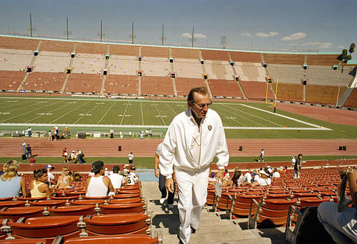 "<div class=""meta ""><span class=""caption-text "">Al Davis, managing general partner of the Los Angeles Raiders, walks through an almost empty coliseum Sunday afternoon prior to his teams game with the Kansas City Chiefs. Both NFL teams fielded non-union players for Sundays game in Los Angeles, October 4, 1987. (AP Photo/Lennox McLendon) (AP Photo/ LENNOX MCLENDON)</span></div>"