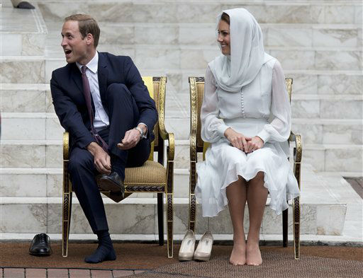 "<div class=""meta ""><span class=""caption-text "">Prince William and his wife Kate, the Duke and Duchess of Cambridge take their shoes off before entering a mosque in Kuala Lumpur, Malaysia, Friday, Sept. 14, 2012. (AP Photo/Mark Baker) (AP Photo/ Mark Baker)</span></div>"