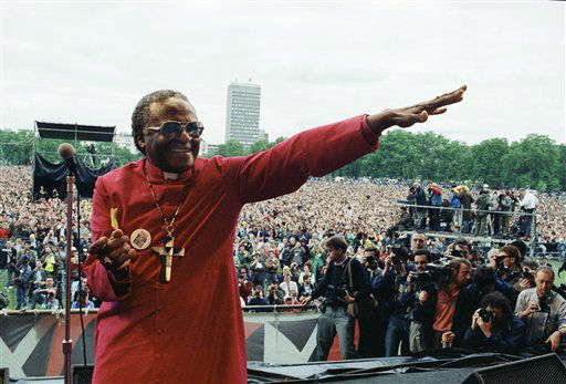 Archbishop Desmond Tutu of the Cape Town smiles as he gestures from the platform during the Nelson Mandela Freedom Rally in London&#39;s Hyde Park, July 17, 1988 ? on the eve of the jailed African National Congress leader&#39;s 70 birthday. A crowd estimated at 250,000 attended the rally. &#40;AP Photo&#47;Gill Allen&#41; <span class=meta>(AP Photo&#47; Gill Allen)</span>
