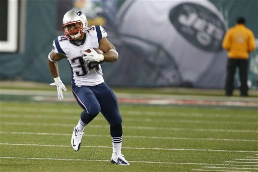 New England Patriots running back Shane Vereen &#40;34&#41; runs for a touchdown during the first half of an NFL football game against the New York Jets Thursday, Nov. 22, 2012 in East Rutherford, N.J. &#40;AP Photo&#47;Julio Cortez&#41; <span class=meta>(AP Photo&#47; Julio Cortez)</span>