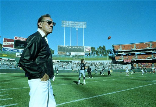 "<div class=""meta ""><span class=""caption-text "">FILE - In this Saturday, Aug. 26, 1989 file photo, Raiders owner Al Davis watches Los Angeles Raiders practice before exhibition game against the Houston Oilers at the Oakland Coliseum. Davis, the Hall of Fame owner of the Oakland Raiders known for his rebellious spirit, has died. The team announced his death at age 82 on Saturday, Oct. 8, 2011. (AP Photo/Scott Anger) (AP Photo/ Scott Anger)</span></div>"