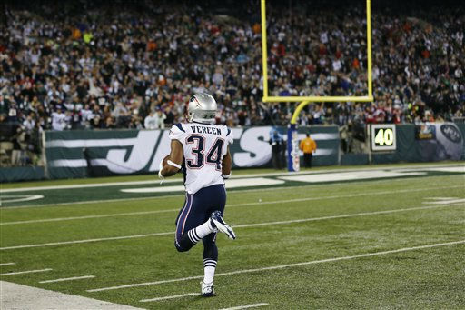New England Patriots&#39; Shane Vereen &#40;34&#41; runs for a touchdown on a pass from Tom Brady during the first half of an NFL football game against the New York Jets Thursday, Nov. 22, 2012 in East Rutherford, N.J. &#40;AP Photo&#47;Julio Cortez&#41; <span class=meta>(AP Photo&#47; Julio Cortez)</span>