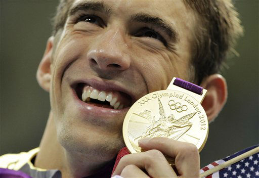 "<div class=""meta ""><span class=""caption-text "">United States' Michael Phelps poses with his gold medal for the men's 4x200-meter freestyle relay swimming final at the Aquatics Centre in the Olympic Park during the 2012 Summer Olympics in London, Tuesday, July 31, 2012. (AP Photo/Matt Slocum) (AP Photo/ Matt Slocum)</span></div>"