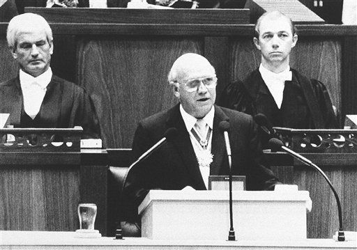 South African State President F.W. de Klerk, announces the unconditional release of jailed ANC leader Nelson Mandela, the unbanning of the ANC, PAC and South African Communist party and the lifting of the state of emergency during parliament in Cape Town, South Africa, Friday, Feb. 2, 1990. &#40;AP Photo&#47;Dana Le Roux-Argus&#41; <span class=meta>(AP Photo&#47; Dana Le Roux-Argus)</span>