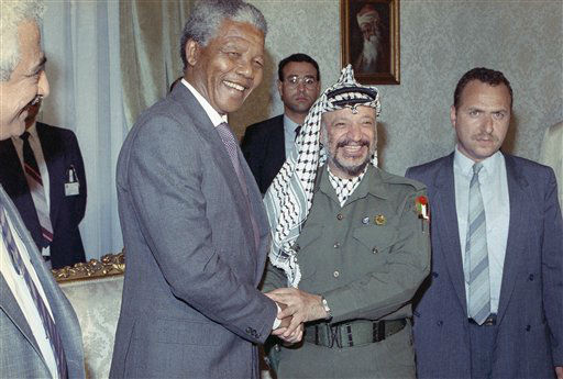 South African anti-apartheid leader Nelson Mandela meets with Palestinian Liberation Organization Chairman Yasser Arafat, right,  on Sunday, May 20, 1990 in Cairo.  Both are in Cairo to meet with Egyptian President Hosni Mubarak. &#40;AP Photo&#47;Axel Schulz-Eppers&#41; <span class=meta>(AP Photo&#47; Axel Schulz-Eppers)</span>