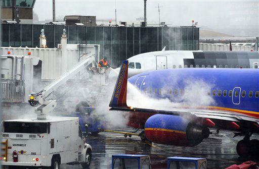 Grounds crews prepare a plane for flight at LaGuardia Airport Friday, Feb. 8, 2013, in New York. Most airlines were giving up on flying in and out of New York, Boston and other airports in the American Northeast on Friday as a massive storm threatened to dump up to a meter of snow in some parts.  &#40;AP Photo&#47;Frank Franklin II&#41; <span class=meta>(AP Photo&#47; Frank Franklin II)</span>