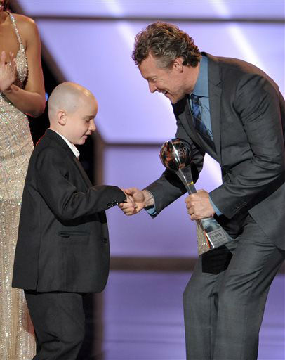 Tate Donovan, right, presents the award for best moment to Jack Hoffman at the ESPY Awards on Wednesday, July 17, 2013, at Nokia Theater in Los Angeles. &#40;Photo by John Shearer&#47;Invision&#47;AP&#41; <span class=meta>(Photo&#47;John Shearer)</span>