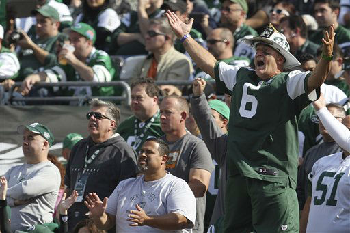 "<div class=""meta ""><span class=""caption-text "">New York Jets fan Ed Anzalone cheers during the first half of an NFL football game between the New York Jets and the Indianapolis Colts Sunday, Oct. 14, 2012 in East Rutherford, N.J. (AP Photo/Seth Wenig) (AP Photo/ Seth Wenig)</span></div>"