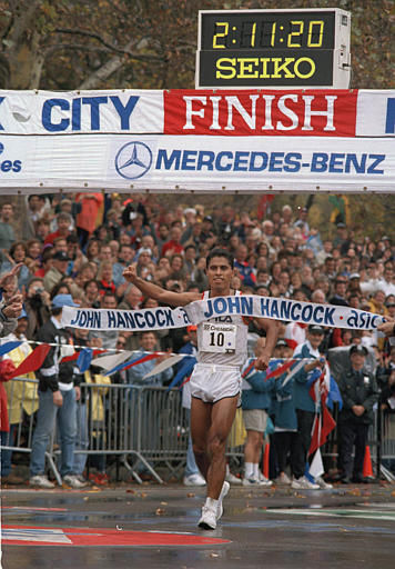 Mexico&#39;s German Silva crosses the finish line to win the 25th running of the New York City Marathon, Nov. 6, 1994.  &#40;AP Photo&#47;Eric Miller&#41; <span class=meta>(AP Photo&#47; ERIC MILLER)</span>
