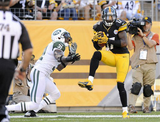 Pittsburgh Steelers wide receiver Mike Wallace &#40;17&#41; makes a catch for a touchdown in front of New York Jets cornerback Antonio Cromartie &#40;31&#41; in the third quarter of an NFL football game on Sunday, Sept. 16, 2012, in Pittsburgh. The touchdown call was confirmed after replay. &#40;AP Photo&#47;Don Wright&#41; <span class=meta>(AP Photo&#47; Don Wright)</span>