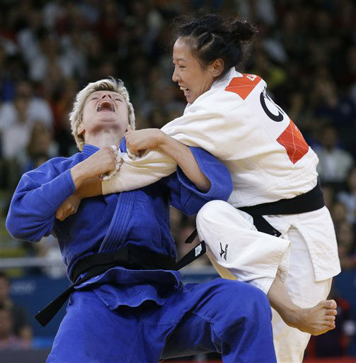 "<div class=""meta ""><span class=""caption-text "">Slovenia's Urska Zolnirk, left, competes with China's Lili Xu during the gold medal women's 63-kg judo match at the 2012 Summer Olympics, Tuesday, July 31, 2012, in London. (AP Photo/Paul Sancya) (AP Photo/ Paul Sancya)</span></div>"