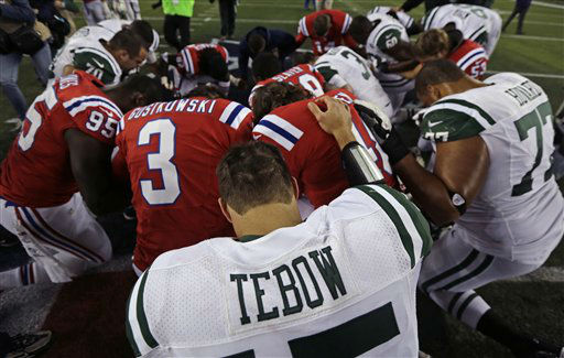 New York Jets quarterback Tim Tebow &#40;15&#41; pauses in prayer after the Patriots 29-26 win after an NFL football game in Foxborough, Mass., Sunday, Oct. 21, 2012. &#40;AP Photo&#47;Charles Krupa&#41; <span class=meta>(AP Photo&#47; Charles Krupa)</span>