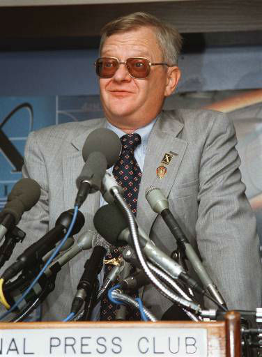 Author Tom Clancy talks about the X Prize Foundation during a news conference at the National Press Club in Washington Wednesday May 20, 1998. It was announced Wednesday that Clancy&#39;s bid to buy the Minnesota Vikings is over after he withdrew his &#36;200 million offer. The X Prize Foundation is a nonprofit organization created to jump-start the space tourism. &#40;AP Photo&#47;Bob Burgess&#47;X Prize&#41; <span class=meta>(AP Photo &#47; BOB BURGESS)</span>
