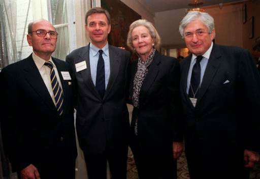 Arthur Ochs Sulzberger, left, Peter Goldmark and Katharine Graham pose with James Wolfensohn, right, president of the World Bank, during a brunch in his honor Sunday, Oct. 4, 1998, at Graham&#39;s house in Washington. Sulzberger and Graham are co-chairman of the board of the International Herald Tribue; Goldmark is the chief executive officer. &#40;AP Photo&#47;Vivian Ronay&#41; <span class=meta>(AP Photo&#47; VIVIAN RONAY)</span>
