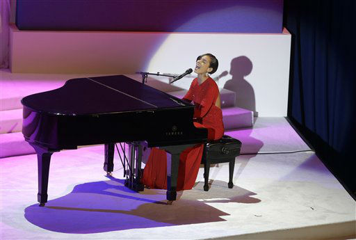 "<div class=""meta ""><span class=""caption-text "">Singer Alicia Keys performs during the Commander-In-Chief Inaugural ball at the Washington Convention Center during the 57th Presidential Inauguration on Monday, Jan. 21, 2013 in Washington.  (AP Photo/ Evan Vucci) (AP Photo/ Evan Vucci)</span></div>"