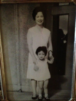 Eyewitness News reporter Lucy Yang and her mother.
